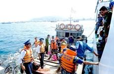 越南海警为渔民放心出海保驾护航