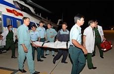 直升机将在长沙岛县上遇险病人安全送回陆地
