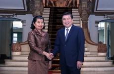 越柬共同促进贸易投资合作关系迈上新台阶