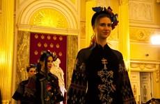 越南丝绸和土锦亮相俄罗斯首都莫斯科