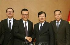 越南政府副总理郑廷勇会见泰国暹罗水泥集团总裁