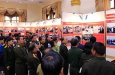 援老越南志愿军和专家传统日70周年图片展在老挝正式开幕