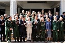 老挝人民革命党总书记、国家主席本扬会见前越南援老志愿军和专家代表团
