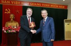 越南公安部部长苏林大将会见欧洲议会国际贸易委员会主席