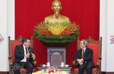 越共中央经济委员会主任阮文平会见新西兰卫生部长兼体育和娱乐部长格兰特