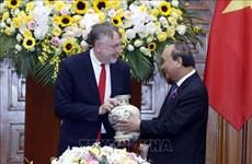 阮春福总理会见欧洲议会国际贸易委员会代表团