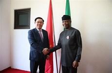 越南政府副总理王廷惠与尼日利亚副总统奥辛巴乔举行会谈