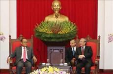 越共中央书记处常务书记陈国旺会见柬埔寨高级代表团