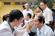 努力提高老年人的健康和生活质量