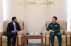 越南人民军总参谋长潘文江会见斯里兰卡驻越大使普拉桑纳·加米奇