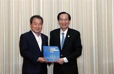 胡志明市副主席黎清廉会见韩国庆尚北道金泉市市长