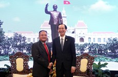 胡志明市领导人会见柬埔寨皇家政府特使黎瓦宏