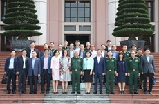 阮志咏上将会见越南驻外大使和首席代表