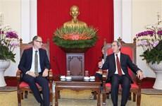 越共中央经济部长阮文平会见丹麦能源、能效和气候事务大臣