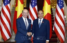 越南政府总理阮春福会见美国商务部长罗斯