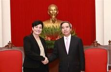 中央经济部部长阮文平会见国际金融公司首席运营官