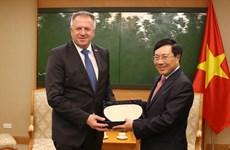 越南政府副总理范平明会见斯洛文尼亚经济发展和技术部长波契瓦尔舍克