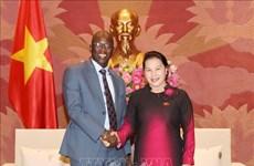 越南国会主席阮氏金银会见世行驻越首席代表奥斯曼•迪奥