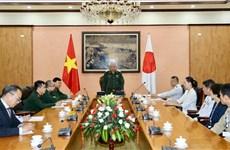 日本防卫省军官代表团访问越南