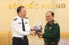 越南人民军副总参谋长阮方南会见中国移民管理局代表团