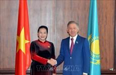 越南和哈萨克斯坦促进双边关系