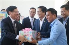 越南向柬埔寨磅士卑省图书馆赠送500套书籍
