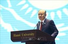 哈萨克斯坦议会下院议长与河内大学教师与大学生交流