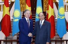 越南政府总理阮春福会见哈萨克斯坦下议院议长尼格马图林