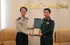 潘文江上将会见中国人民解放军国防大学代表团