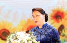 国会主席阮氏金银出席国民经济大学教师节纪念典礼