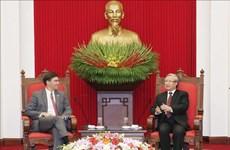 越共中央书记处常务书记陈国旺会见美国国防部长马克•埃斯珀