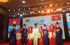 多个越籍女性配偶家庭获地方政府赞助回国探亲费用