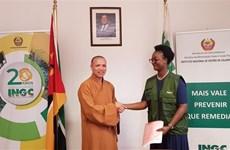 越南佛教协会向莫桑比克灾民捐赠100吨大米