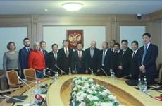 加强与俄罗斯共产党的传统友好关系