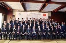 越南政府总理阮春福与韩国一流投资商举行座谈会