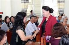 国会主席阮氏金银继续在芹苴市开展接待选民活动