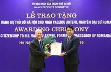 河内向罗马尼亚驻越南前大使授予首都河内名誉公民称号
