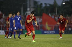 东运会男子足球:越南队战平泰国队  晋级半决赛