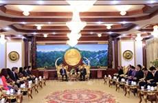 老挝领导人高度评价越南司法部对老挝司法部的支持