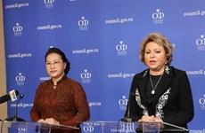 越南国会主席与俄罗斯联邦委员会主席共同会见记者