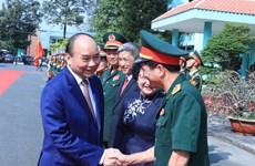 越南人民军建军75周年:阮春福总理走访175号军医院