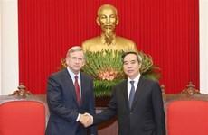 越共中央经济部部长阮文平会见美国高通公司执行副总裁