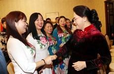 越南国会主席阮氏金银会见旅居白俄罗斯越南人