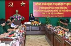 越南人民军建军75周年:国家副主席邓氏玉盛走访慰问第7军区司令部