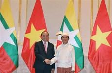 越南政府总理阮春福会见缅甸总统