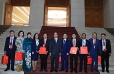 越南政府总理阮春福会见红星奖获奖青年企业代表