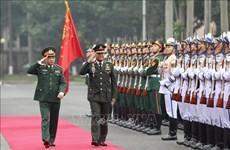 泰国皇家武装部队司令邦比巴·本亚撒里对越南进行正式访问