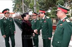 国会主席阮氏金银走访第三军区司令部