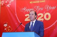 越南外交部举行2020年新年外国驻越代表机构文化新闻随员和国际新闻机构助理和记者见面会
