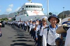 向长沙群岛驻岛官兵和居民送年货